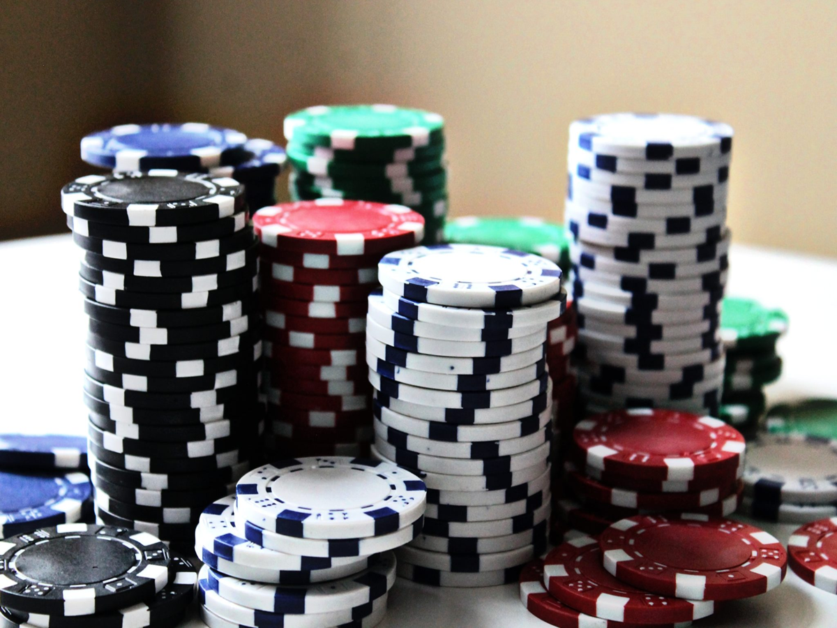 Lucky Day Five Types of Online Casino Bonuses